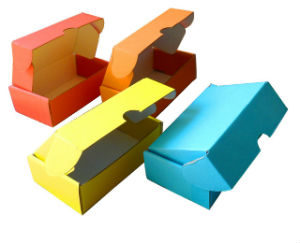 кашированные коробки разных цветов