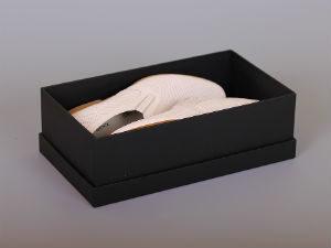 прочная картонная коробка для обувки